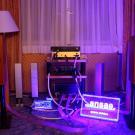 A w pokoju firmy Ansae prawdziwy prądowy hardcore. Jedna hi-endowa listwa do każdego urządzenia, do tego ulepszone kable Muluc Supreme. Bardzo starannie przygotowany system i miła atmosfera prezentacji. (fot. T.K.)