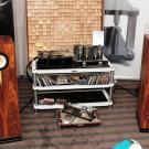Kolejny producent wzmacniaczy lampowych z Polski – Amare Musica. Wygląda na to, że szklane bańki stają się naszą narodową specjalnością. Z towarzyszącymi im kolumnami Bodnar Audio z Katowic dogadały się w mig.