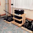 W tym roku kolumny Vivid Audio były napędzane lampowymi kolosami Cary Audio. W charakterze źródła pracował dzielony odtwarzacz PS Audio, a za stabilność zasilania odpowiadały kondycjonery tej samej firmy. Pod względem budowy sceny i efektów stereofonicznych system ten nie miał sobie równych w całym hotelu Sobieski.