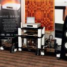 Warszawska manufaktura Amare Musica zaprezentowała serwer muzyczny Diamond. System uzupełniały monobloki Trinity oraz firmowy preamp DeForest, a na drugim końcu przewodów głośnikowych stały prototypowe kolumny Etna.