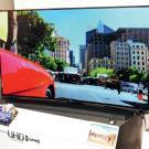 """Wielkich producentów elektroniki na Audio Show reprezentował jedynie Samsung, który pokazał wklęsłe telewizory Ultra HD. Nazwanie takiego obrazu """"żyletą"""" będzie dla nich prawdziwą obelgą."""
