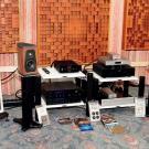 Litewska firma Audio Solutions przywiozła na wystawę podłogowe kolumny Rhapsody 80 i monitory Guimbarde