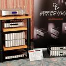 """Z cyklu: """"Powroty po latach"""" – Jeff Rowland. Z odtwarzaczem dCS Puccini i kolumnami Raidho Acoustics D-1 w małych składach nie miał sobie równych. Lata lecą, świat się zmienia, a stary dobry Jeff wciąż taki sam. Przynajmniej z zewnątrz."""
