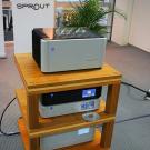 PS Audio, kojarzone głównie z aktywnymi kondycjonerami zasilania, systematycznie promuje urządzenia sygnałowe. Amerykanie oferują napęd CD/DVD, przetworniki oraz wzmacniacze, w tym zintegrowany