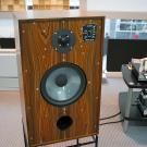 Graham Audio LS5/8 na dedykowanej podstawce o konstrukcji otwartej.